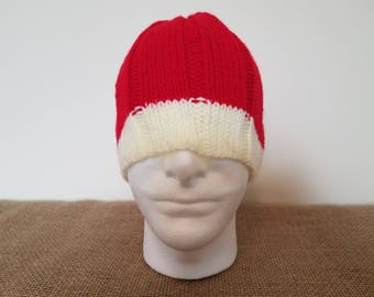 Red & cream ribbed beanie hat, Size large