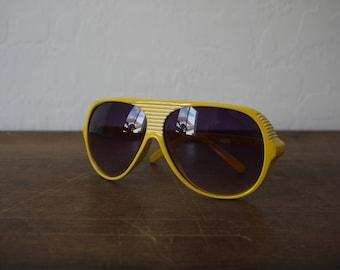 Vintage Italy Design yellow aviators / vintage aviator sunglasses / italian aviator sunglasses / vintage italian sunglasses / 70s aviators