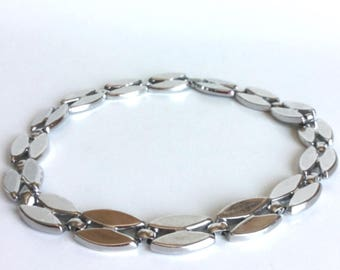 Silver Choker Necklace, Vintage Twin Navette Marquise Shape Links, Bright Shiny Metal, Signed Monet, Simple and Classic