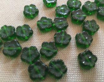 Vintage Glass Beads (16)(10mm) Green Flower Beads
