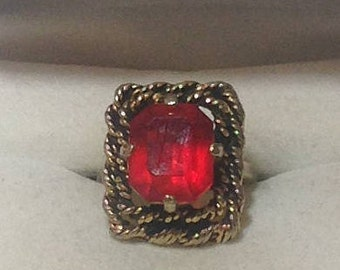 Sarah Coventry Vintage Goldtone Red Stone Ring