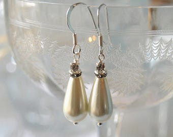 RAVISHING Crystal & Pearl Teardrop Bridal Earrings - Vintage pearl bridal earrings, Pearl wedding earrings, Pearl drop earrings, Faux pearl