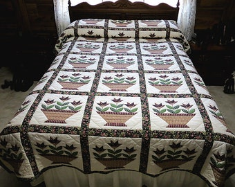Hand Quilted Quilt, Country Lily Quilt, Queen size,  Quilt, Lily Quilt, Quilting