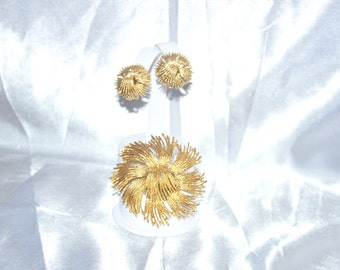 Vintage Signed Monet Gold Tone Floral Abstract Brooch Earring Demi