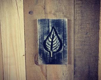 Hand Carved Leaf Motif