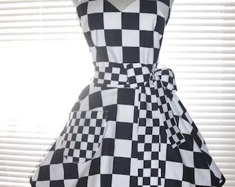 Retro Waitress Apron 50s Style Car Hop Black and White Checkered Circular Skirt Costume Apron