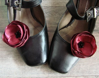 Burgundy shoe flowers Wine red shoe clips Burgundy shoe accessory Wine red Bridal shoe clips Burgundy wedding Bridesmaids flower clips gift