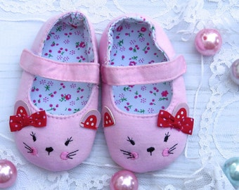 Baby shoes, kitty baby shoes, cat baby shoes, pink shoes, Mary Janes, crib shoes, pink kitty shoes, pink kitty photo prop shoes