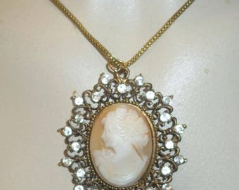 Beautiful Shell Cameo Pendant Necklace With Rhinestones