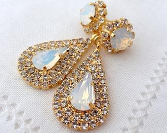 White opal crystal Chandelier earrings, opal earrings, Bridal earrings, Dangle earrings, Drop earrings, Crystal earrings, bridesmaids gifts
