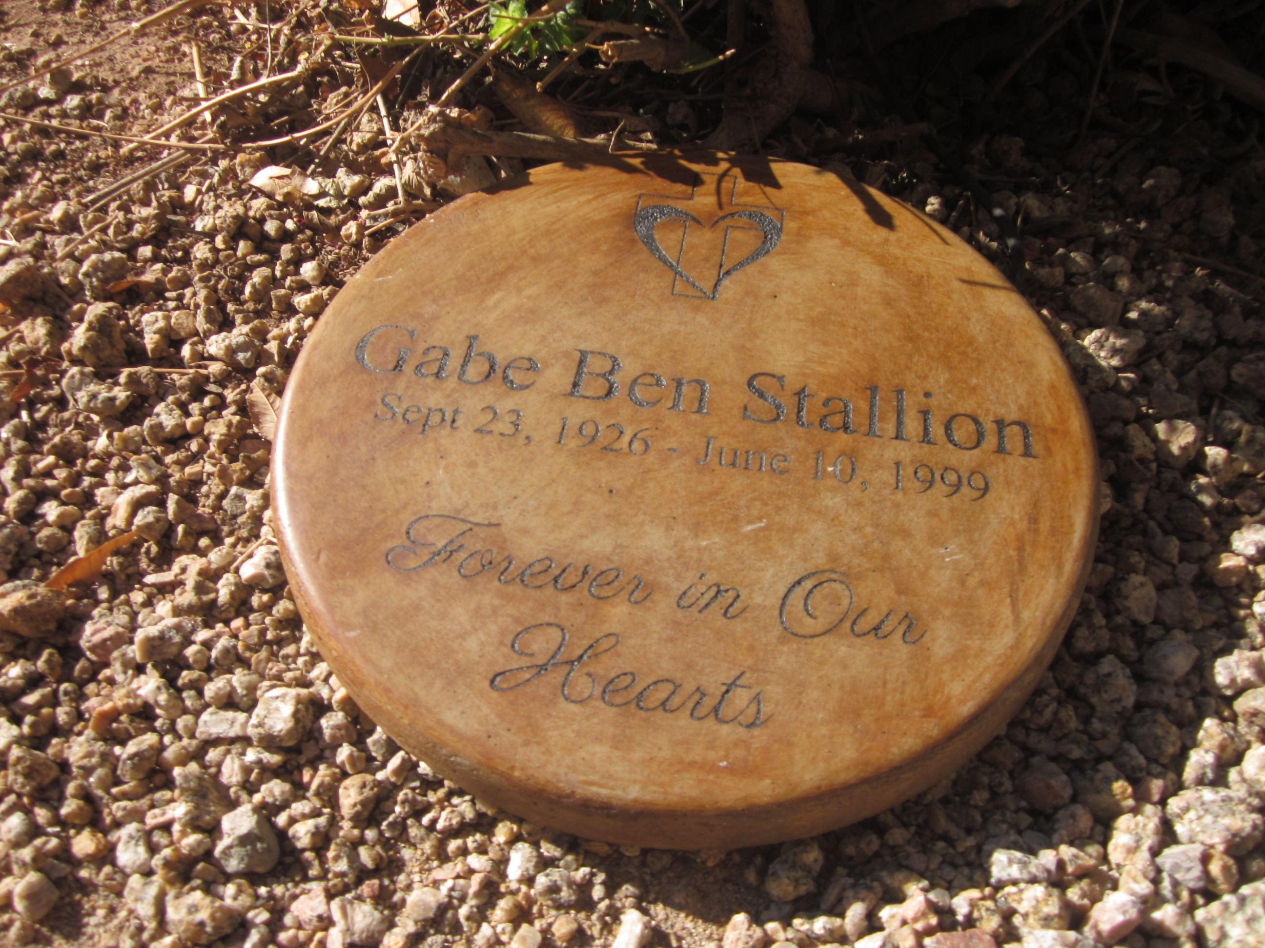 Memorial & Tribute Stone 11 inch Forever in Our Hearts