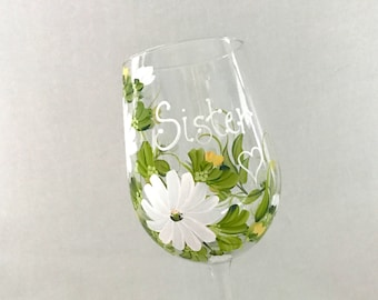 Free shipping Personalizable hand painted daisy  floral wine glass for sisters mother grandma aunt sister in law daughter friend bridesmaids