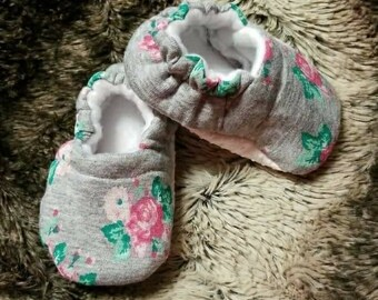 Pink Roses Baby Soft Sole Shoes - Moccasins - Moccs - Spring Shoes - gift - baby shower - newborn booties - crib shoes - newborn - girl