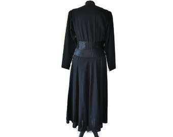 Black 1930's Crepe Dress // 30's black wool dress // Vintage black dress // Waist 26""