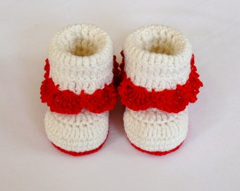 Baby booties for girl Warm soft baby slippers Newborn girl shoes White crochet Baby booties Girl Photo Prop Gift for New Mom
