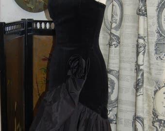 Black velvet 1980s ballgown size 8 / small 10