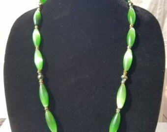 Beautiful kelly green and green metallic bead necklace