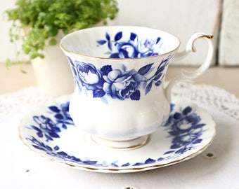 Vintage Royal Albert tea cup and saucer, Aristocrat, Bone China England, Lady Size