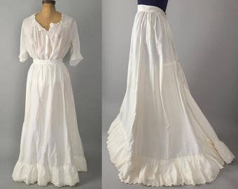 Vintage Victorian Edwardian 1890s 1900s white cotton eyelet lace trim ruffled full skirt / antique petticoat / extra extra small XXS XS