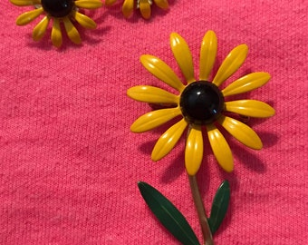 Vintage Yellow Daisy Pin & earring set, clip on earrings, Mid century, 1960s, 1950s, Jewelry, wedding, estate, Vintage, Antique, old, brooch