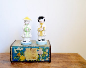 Chinese Salt & Pepper Shakers, Man / Woman China Figurines, Vintage Married Couple Statuettes, Asian Decorations, Oriental Decor, Boho Style
