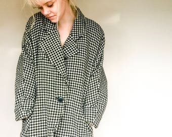 Pure Wool Hounds Tooth Coat, Buttoned Vintage Jacket, New Zealand Made Vintage, Size 10 - 12 US  12 - 14 UK
