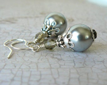 Silver Grey Pearl Earrings, Romantic Pearl Dangles, Vintage Style Jewelry, Gray Beaded Earrings, Elegant Earrings