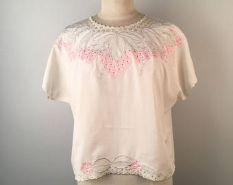 Ivory and Pink Embroidered Blouse Large 80s vintage Cropped Boxy Fit Crew Neck Pullover Top