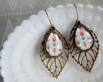 arrow pattern retro teardrop dangle earrings with leaf filigree - aged brass- summer