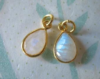 1 pc, MOONSTONE Pendant Charm, Bezel Gem Gemstone Stone Charm Pendant, 24k Gold Vermeil or Sterling Silver, 14x8.25 mm, Pear gcp4 gp ll