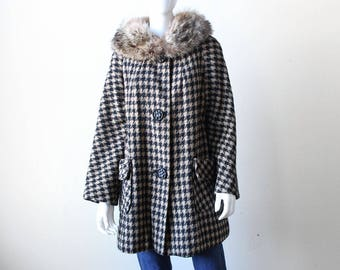 Vintage 1960's Mod Houndstooth Wool Coat with Fur Collar