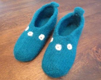 Teal felt slippers, woman size 9