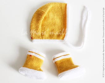 """Booties baby and bonnet set white and yellow wool Beanie rain boots tribute to the pond Eagle mark """"mesh"""