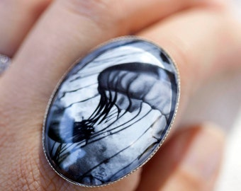 Jellyfish jewelry, Nature art Jewelry, Jellyfish ring, Black and white ring, Woman gift under 30, Animal jewelry, Jewelry for nature lovers