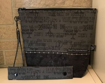 X-files inspired project zipper pouch with flat bottom and knitting needle cozy