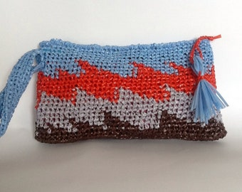 Hand bag in natural raffia.