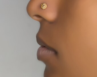 Flower nose stud. nose ring. nose piercing. nose jewelry. nose stud gold. nose stud 18g. nose ring stud. gold nose stud. nose piercing