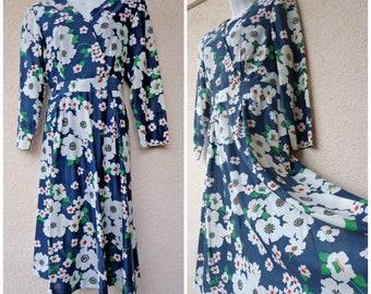 """1970s Bohemian Dress. Flower Power DRESS. Retro Dress.  Full Skirt. Midi Dress. Mod Dress. Garden Party Dress. Floral Print. M 38"""" Bust"""