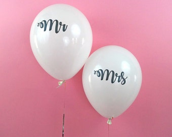 Mr & Mrs white latex calligraphy balloon - Set of 2 - wedding bridal shower engagement party