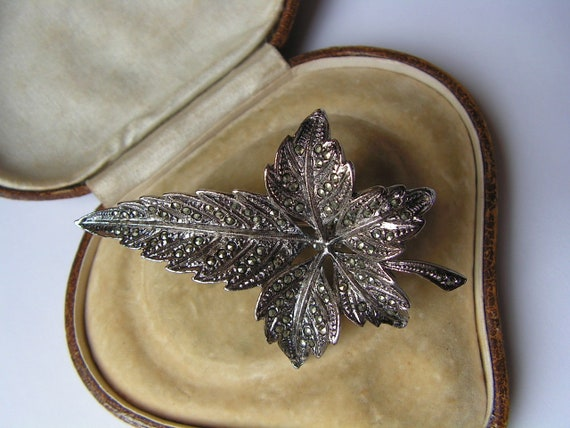Beautiful vintage large sparkly marcasite leaf brooch