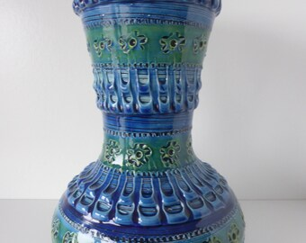 Bitossi Vase Rimini Blue Aldo Londi, With typical Beautiful Bitossi Glaze, Italy 1960.