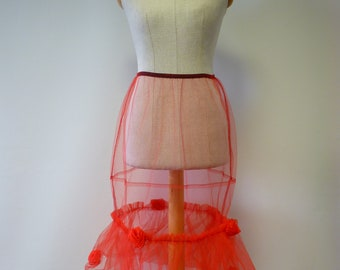 Red petticoat, M/L size. Only one sample.