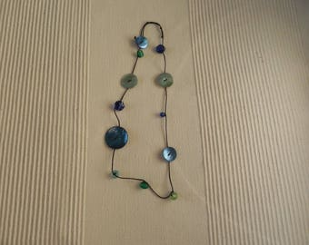 Necklace mother of Pearl buttons and more N 1