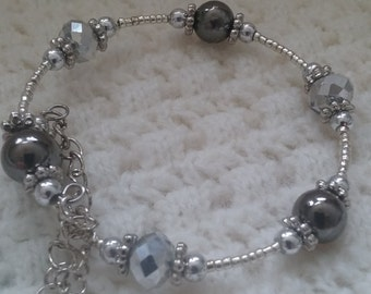 Silver memory wire bracelet/gunmetal beads/clear faceted rondelle beads