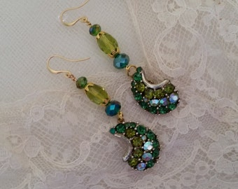 VINTAGE BRIDAL Rhinestone Earrings Assemblage Emerald Green Olive Aurora Borealis Rhinestone Gold Mother of the Bride Wedding One of a Kind