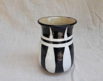 Black and White Flower Vase // Ceramic Vase // Ceramic Centerpiece // Flower Vase // Black and White Home Decor // Flowers // Gifts for Mom