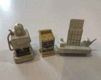 Vintage miniature Allstate gas pump, gas station figures.  Plastic