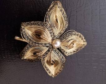 Vintage Gold Mesh Wire Leaf Brooch