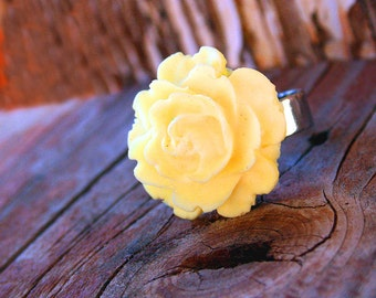 Flower Ring, Yellow Rose, Gothic Victorian Big Ring, Bridesmaids Gifts by Smash Gardens on Etsy. Bridesmaids Gift, Woodland Wedding, Fall