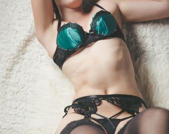 Emerald cat eyes lingerie